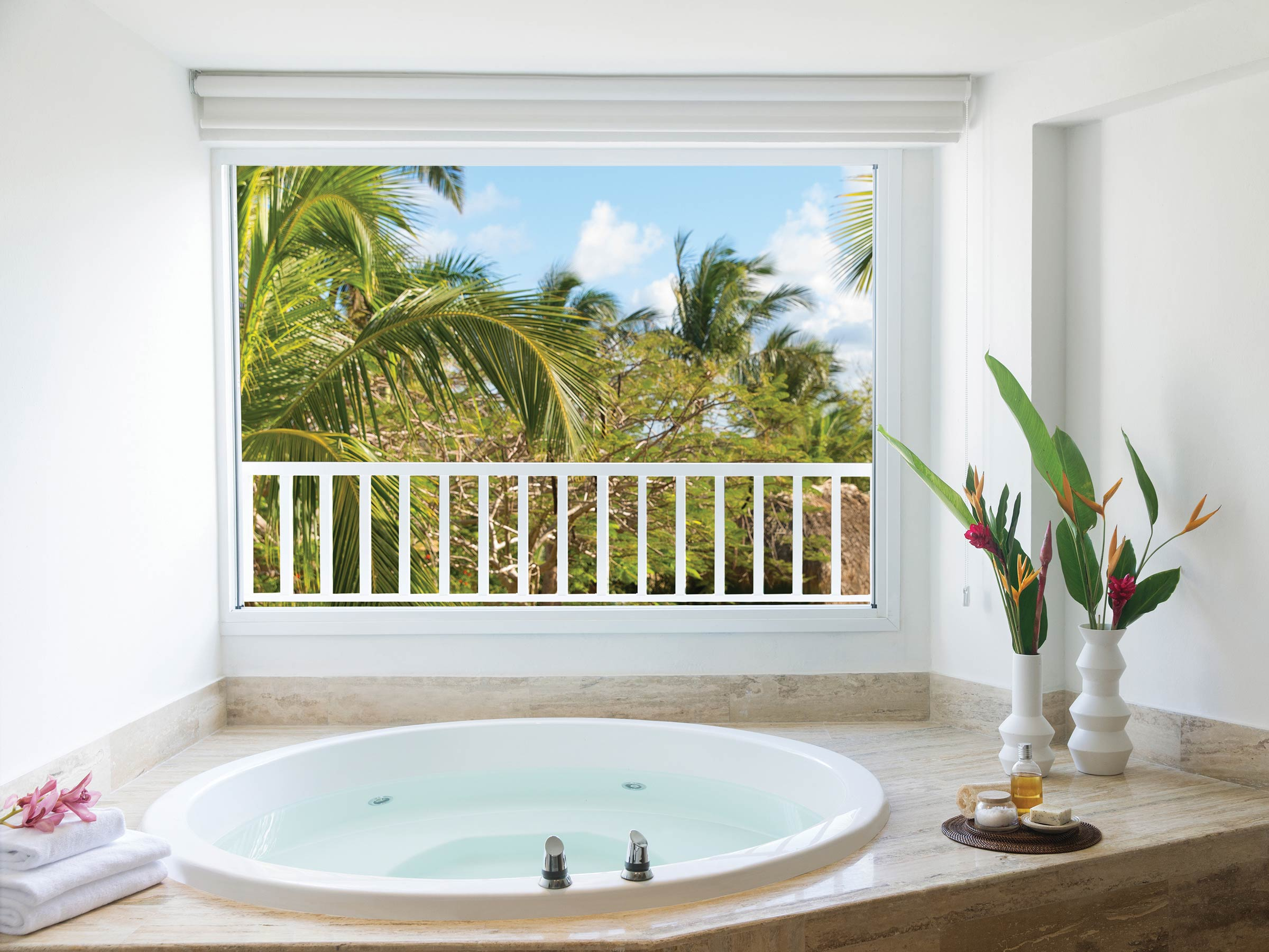 Double Bathtub in a Punta Cana Honeymoon Suite
